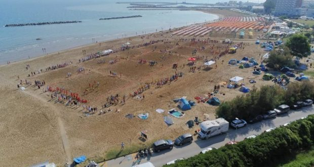 Torneo di beach rugby di Pesaro più forte del temporale